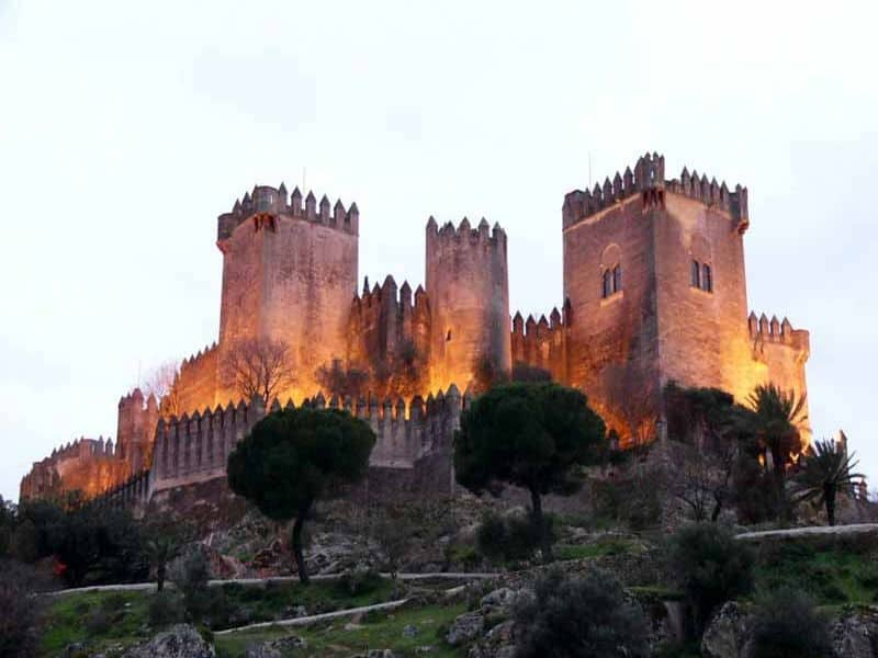 Castillo de Almodóvar del Río - Young Adventuress