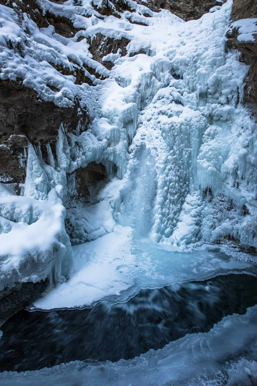 johnston canyon winter